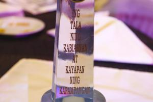 Willy M. Tan was awarded as the Most Outstanding Kapampangan in Social Service category
